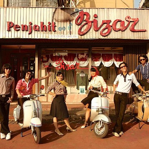 White Shoes and The Couples Company - Aksi Kucing