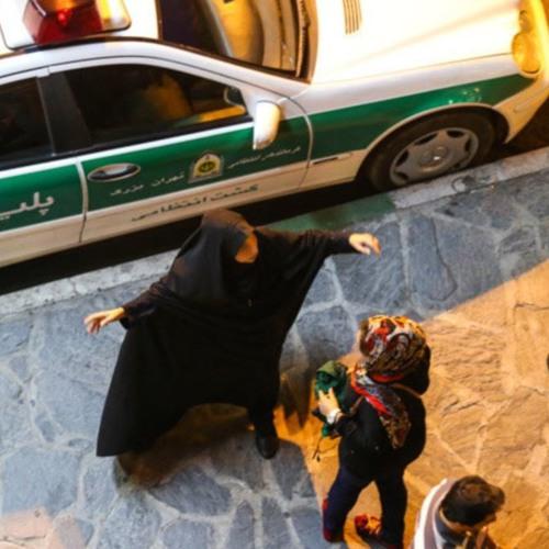 بازداشت یک زن ۴۸ ساله در جریان برخورد گشت ارشاد با دختر جوان