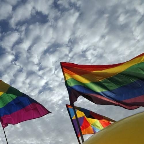 ساعت ششم - دگرباشان ایران زیر رنگینکمان سیاه و سفید