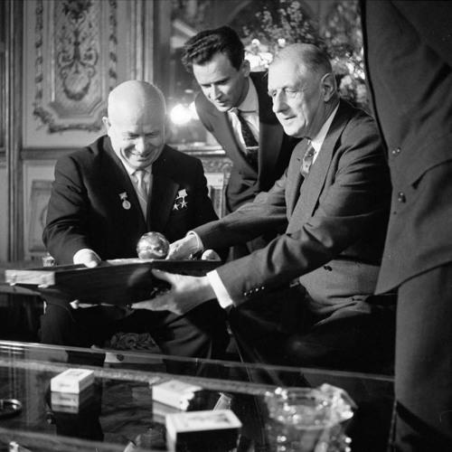 Peut-on réduire la Guerre froide à un conflit Est-Ouest?