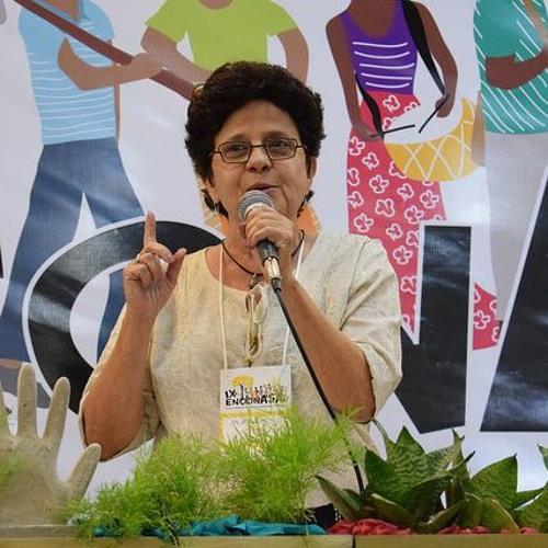 """""""Nós temos que nos levantar como país contra a fome"""", diz Maria Emília Pacheco"""