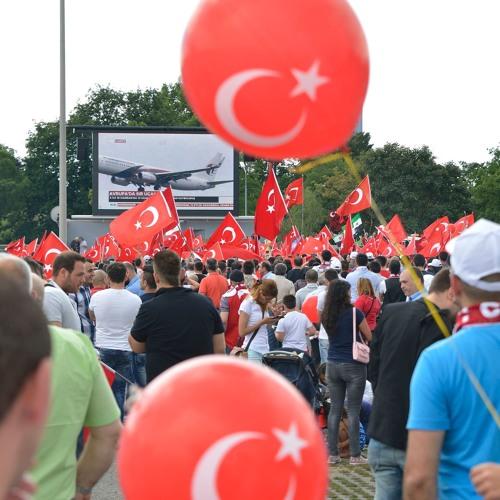 04: Sag mal ... ein Gespräch über die Wahl in der Türkei mit den Landsleuten