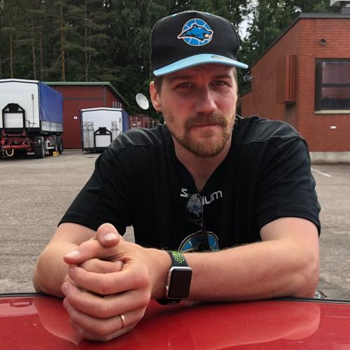 Esa Mäki-Tulokas Uusimaa urheilun haastattelussa kesätreenien lomassa.