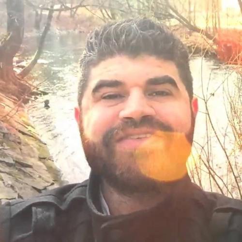 خفة ظل الحمصية والبساطة جذبت الكثير من الناس لقناته على اليوتيوب ..أبو محمد الحمصي