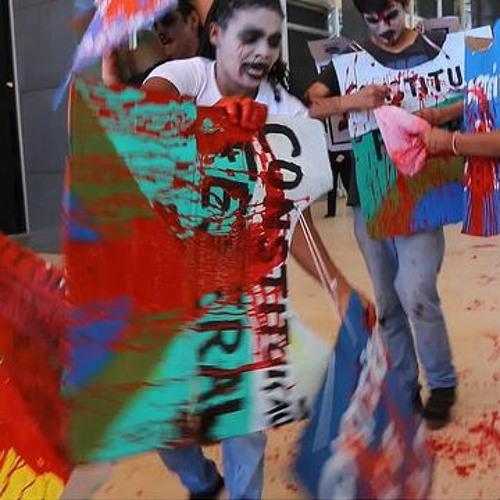 Protesto em frente ao STF encena morte da Constituição