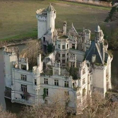 Current Events: Château de la Mothe-Chandeniers Castle