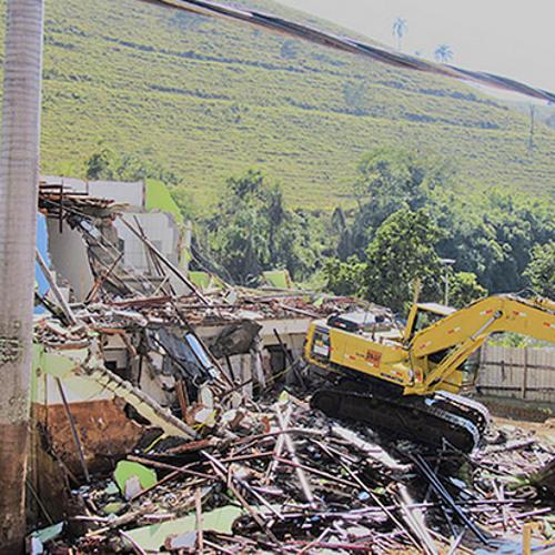 Samarco tenta apagar marcas do crime no Rio Doce