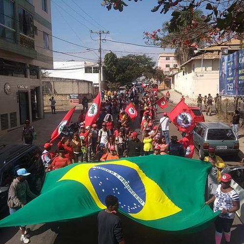 Trabalhadores sem-terra fazem ato para cobrar direitos em São Joaquim de Bicas (MG)