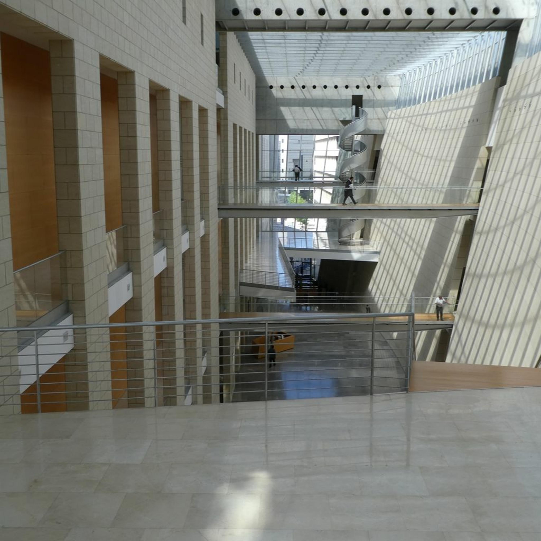 חמישה בניינים | סיור עם ברכה חיוטין בהיכל המשפט, חיפה