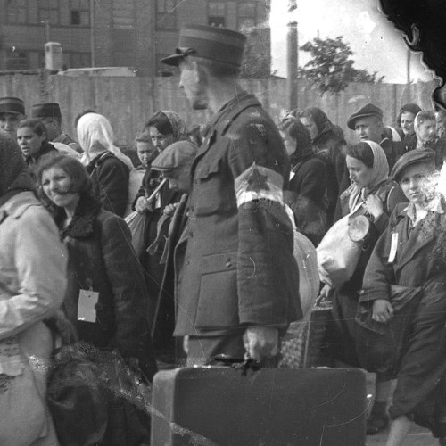 Stories Survive – Finding Personal Connections to The Lodz Ghetto Photographs of Henryk Ross