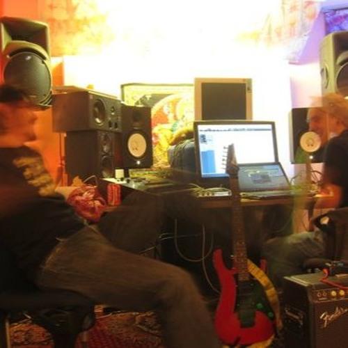 Dark Whisper & Silly Twit - Schumann Resonanz (Banyan Rec 2012)