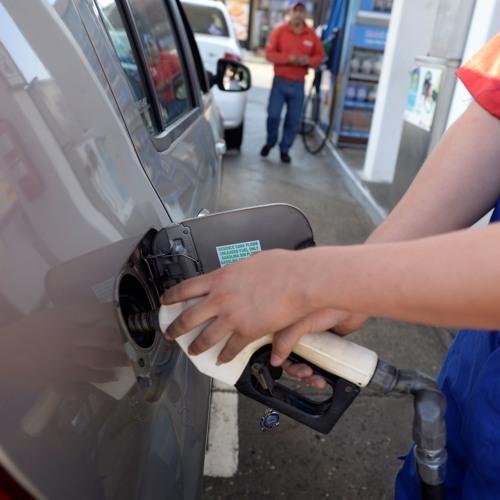 Gasolineros de Guayas dejarán de comprar gasolina Súper
