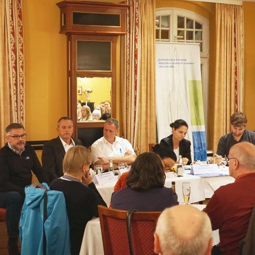 Grüner Salon Falkensee: Begrüßung und Vorstellung durch den Moderator Martin Eiselt