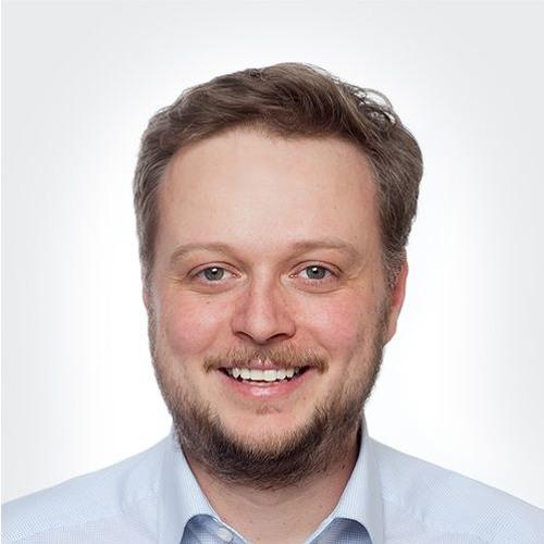 DR. DANIEL SCHNEIDER 1/2   Zur Transformation & Digitalisierung bei Dr. Oetker