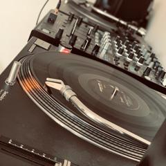 Vinyl Booth Vs Session - Nov 2018 (LuckeePhil Vs jason_bald)