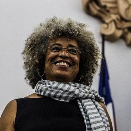 Prêmio que seria entregue a Angela Davis é revogado após pressão de grupos pró-Israel
