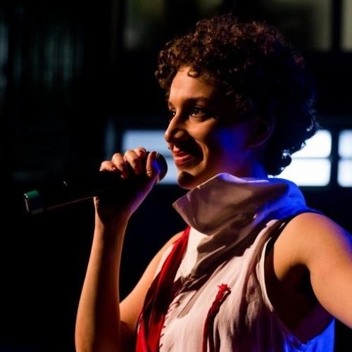 ENTREVISTA | 10 anos de slam no Brasil: uma conversa com Luiza Romão