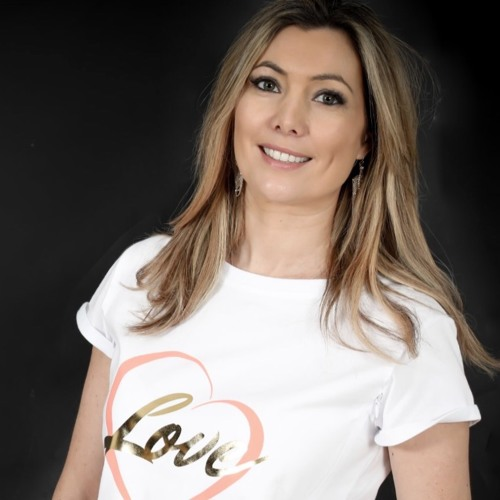 The Conversation with Lauren Hampshire.. Founder of Milky Tee Company
