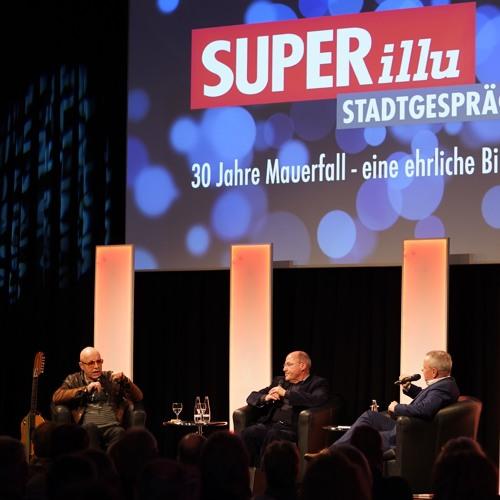 Gregor Gysi und Toni Krahl beim SUPERillu-Stadtgespräch in Potsdam
