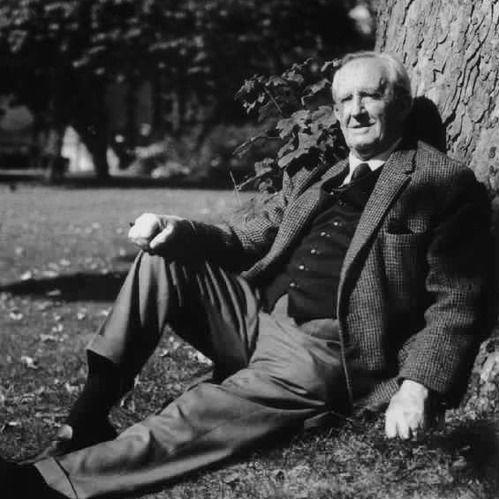 """36. Pravidelná dávka - J.R.R. Tolkien a ako nám """"rozprávky"""" pomáhajú žiť pravdivejšie"""