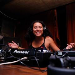 Dj Luana - Brazilian Funk 130bpm Set (Live Mixed)