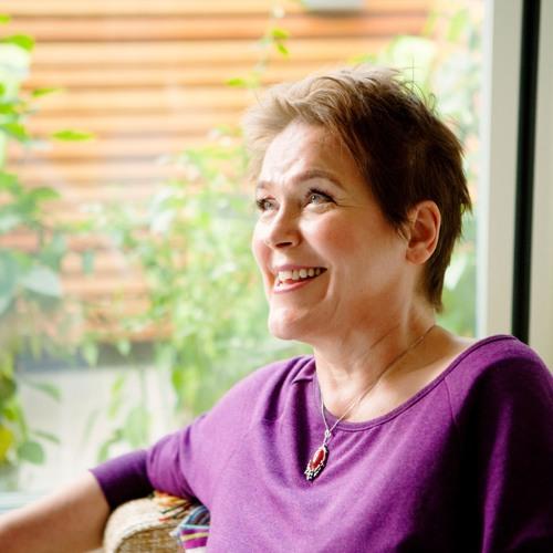 Ruohonjuuri podcast    Yrtit naisen elämän tukena: haastattelussa Varpu Tavi