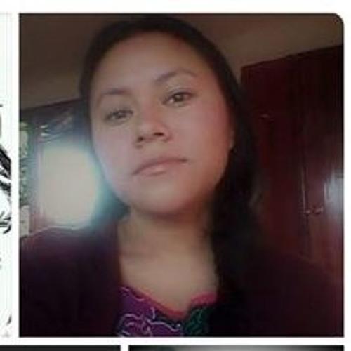 Director del IVEA de Veracruz explicándole a Lupita Tzopitl- indígena- por qué la despiden