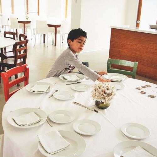 Poniendo la mesa (En Venta, For Sale)