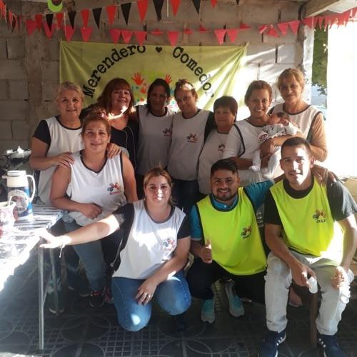 """Móvil de Exteriores en Merendero y Comedor """"Vocecitas de Acosta""""."""