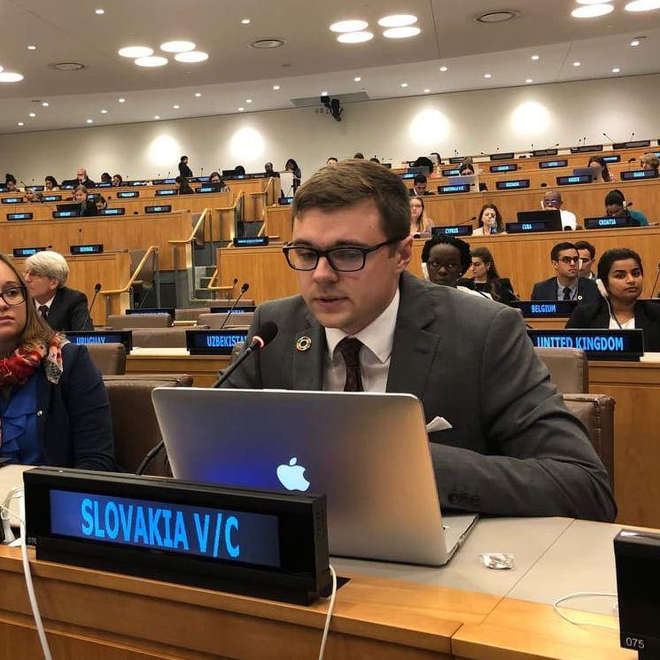 40. Pravidelná dávka s Dominikom Porvažníkom  o OSN, udržateľnom rozvoji a fake news