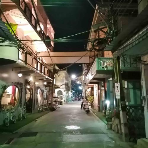 Rue Chanthaburi De Nuit