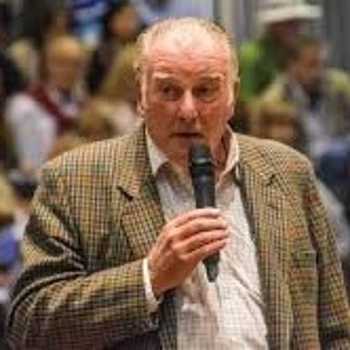 Norman Catto - jurado de Angus en el Secretariado Mundial de la raza