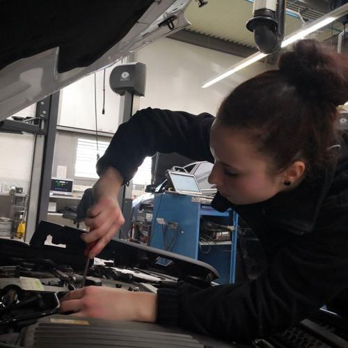 Automobilfachfrau/mann im Berufsbildungsradio
