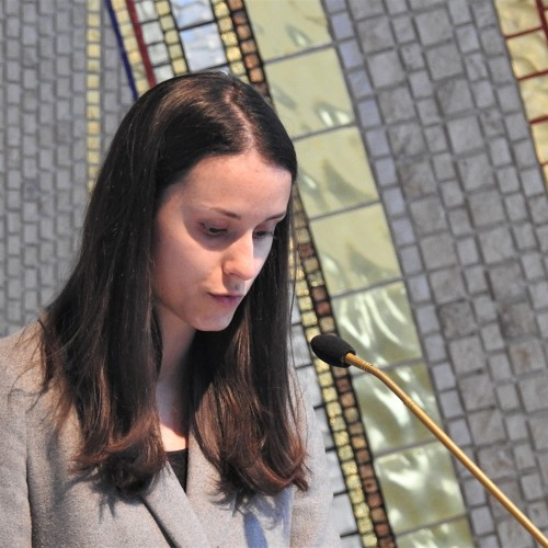 Prisluhni nagovoru študentke med pogrebom s. Majde Pangeršič HMP