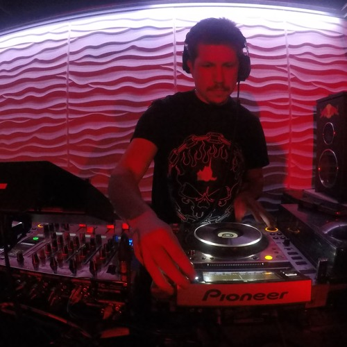 DJ Janek - Imperial March (Revenge Of The George remix)