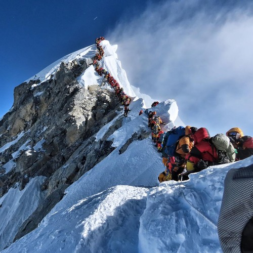 LES PHOTOS DE LA SEMAINE — EMBOUTEILLAGE SUR L'EVEREST by Polka Magazine