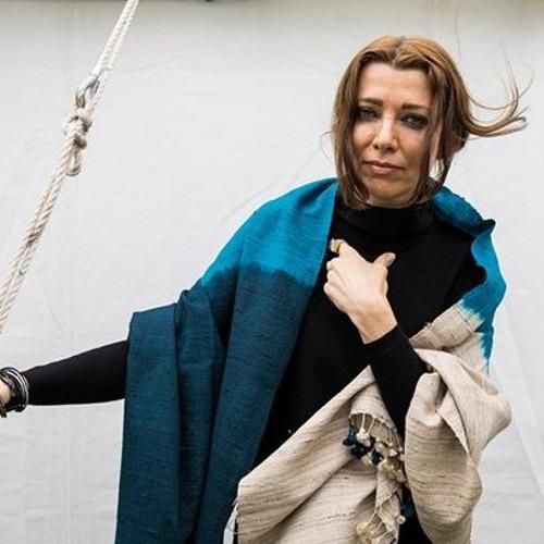 الیف شافاک از فایدۀ رمان در عصر خشم و وحشت میگوید