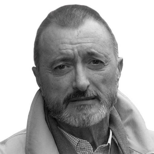 Arturo Pérez-Reverte. Hembras preñadas que paren