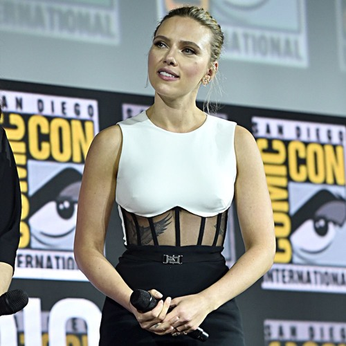 "Scarlett Johansson On ""Amazing"" Energy Of 'Comic-Con' Attendees"
