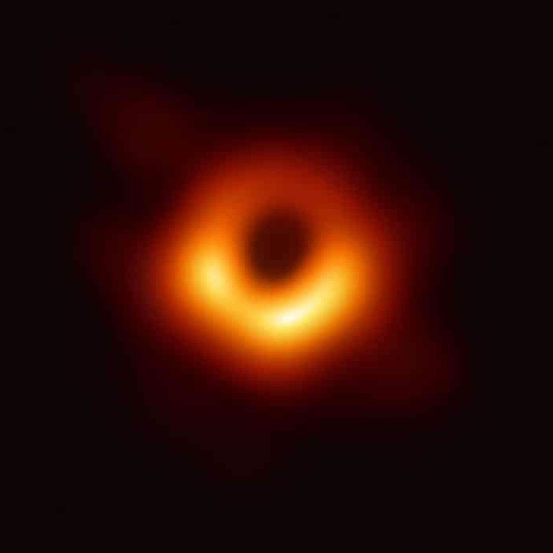 Pseudocast #394 - Berešit, fotka čiernej diery, hoaxy o Rómoch