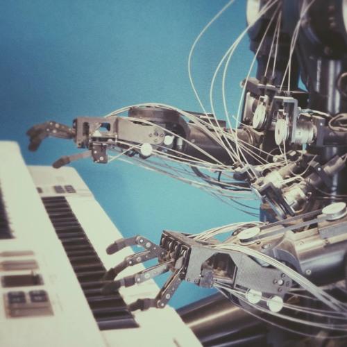 כאן ועכשיו - 231 - טכנולוגית המחר והלכה - פודקאסט עם הרב אורי שרקי