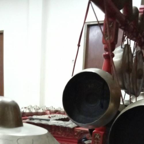Gamelan gotong royong (Pak Purwadi)