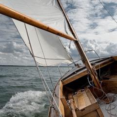 Oak skiff Bris sailing home - 3/8/2019 - Makholma Bay