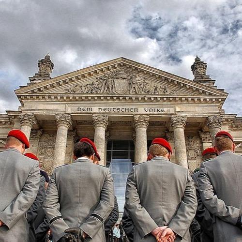 Autoritäre und rechte Strukturen in Polizei und Bundeswehr