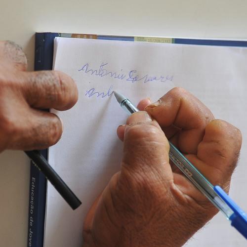 Analfabetismo é reflexo perverso do modelo capitalista, diz professora da UFMG