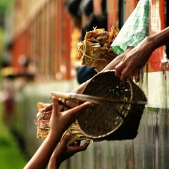 Myanmar: Mandaly to Yangoon - Train,  Peddlers and a singing girl