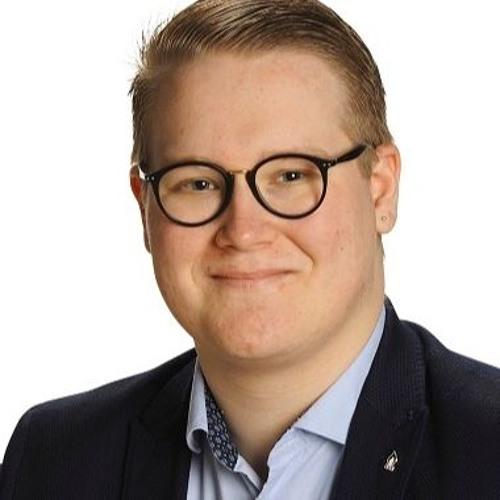 KD:n 2 varapj Viljami Haavisto keskustelemassa puolustuspoliittisista kysymyksistä.