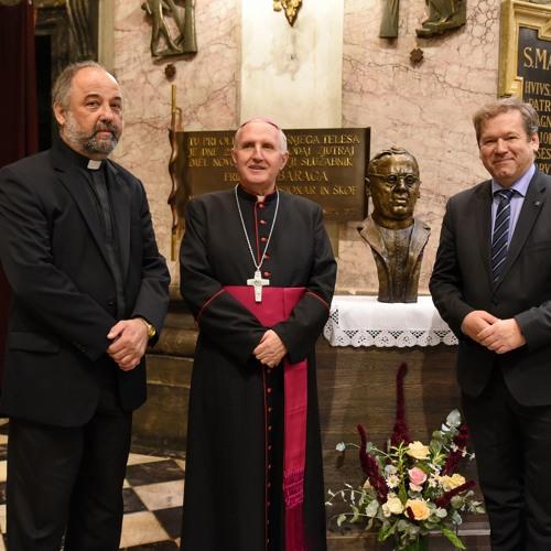 Prisluhni maši v čast Svetemu Duhu in odkritju doprsnega kipa Matiji Slaviču v ljubljanski stolnici