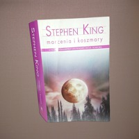Stephen King - To Żyje w Nas