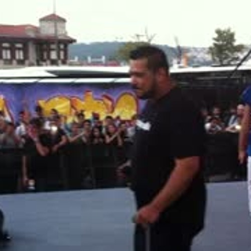 Yener Çevik - Sansar Salvo kardeşimin Sahnesine Misafirim - MOAS 2014 Grafiti Festivali